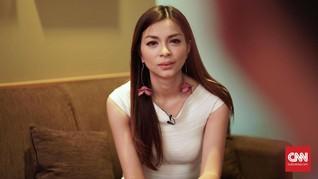 Cerita Presenter Sepak Bola Sandra Olga Dilahirkan di Pesawat