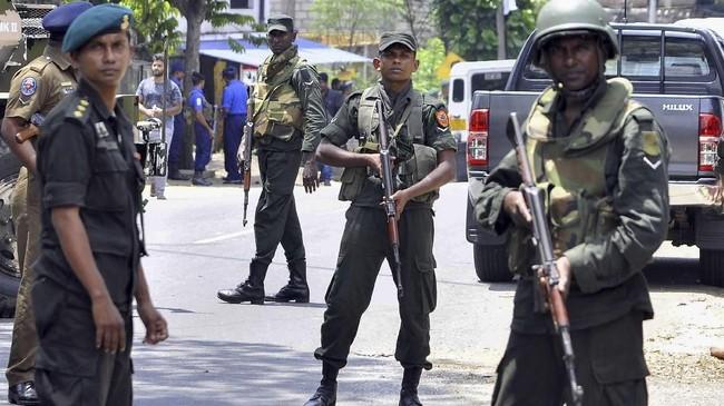 Umat Muslim hanya berpopulasi sekitar 9 persen dari total 21 juta penduduk Sri Lanka. Sementara jumlah umat Buddha di sana mencapai 70 persen dan 13 persen lainnya beragama Hindu. (AFP PHOTO)