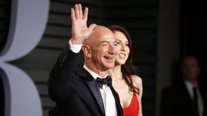 Jeff Bezos resmi bercerai dengan istrinya hari ini, setelah menikah selama 25 tahun