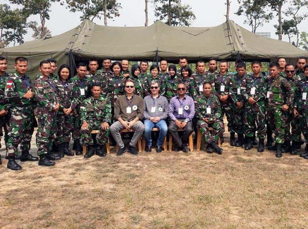 Kegiatan Exercise Shanti Doot-4 tahun 2018 ini sebagai salah satu ajang bagi prajurit TNI untuk membekali keahlian dan pengetahuan yang dibutuhkan pada penugasan misi PBB di masa depan, sekaligus sebagai kesempatan yang sangat baik dalam melaksanakan diplomasi militer serta sebagai wujud dari komitmen Indonesia untuk berpartisipasi aktif dalam upaya pemeliharaan perdamaian dunia. Pool/Puspen TNI.
