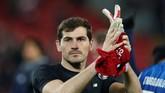 Iker Casillas adalah dewa pelindung Spanyol saat memenangi Piala Eropa 2008 dan 2012 serta Piala Dunia 2010. Namun ketangguhan David de Gea sudah meyakinkan Lopetegui untuk tidak membawa Casillas. (REUTERS/Andrew Yates)