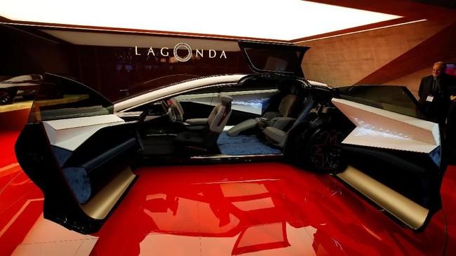 Aston Martin Lagonda Vision Concept diprediksi akan menjadi mobil ramah lingkungan di masa depan. (REUTERS/Denis Balibouse)