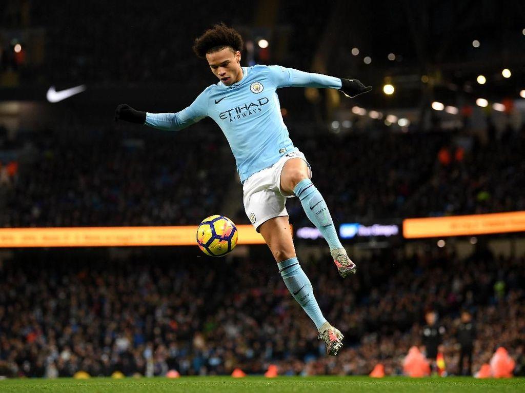 Saat ini Leroy Sane diestimasi memiliki harga 151,2 juta euro (Rp 2,56 triliun), membuat nilai pemain Manchester City itu mengalami peningkatan sebesar 63 juta euro (Rp 1,06 triliun). (Foto: Laurence Griffiths/Getty Images)