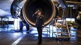Ana Sousa (45) adalah seorang piloy Air Portugal. Dia sudah bertugas sebagai pilot di Lisbon selama 11 tahun. (AFP PHOTO / PATRICIA DE MELO MOREIRA)