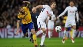 Bomber Tottenham Harry Kane dijaga bek Juventus Giorgio Chiellini. Bermodal hasil imbang 2-2 di leg pertama, Tottenham percaya diri bisa lolos ke perempat final. (REUTERS/Eddie Keogh)