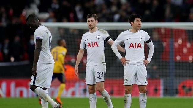 Para pemain Tottenham Hotspur tertunduk lesu usai pertandingan tidak percaya mereka dikalahkan Juventus dalam pertandingan yang mereka dominasi. (Reuters/Andrew Couldridge)