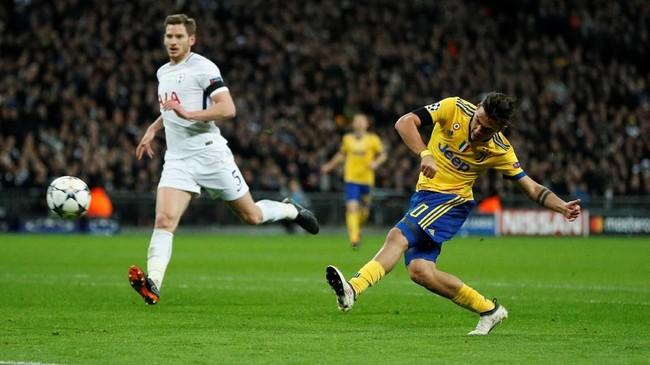 Tiga menit kemudian Juventus berbalik unggul melalui gol Paulo Dybala yang menerima umpan terobosan Gonzalo Higuain. (Reuters/John Sibley)
