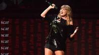 Taylor Swift Tersangkut di Panggung Layang yang Macet
