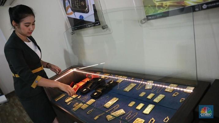 Harga emas yang diproduksi PT Aneka Tambang Tbk (Antam) turun tipis pada perdagangan hari ini.