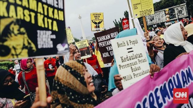 Dalam aksinya mereka mengajukan sejumlah tuntutan sepertikesetaraan hak untuk perempuan, menolak eksploitasi terhadap perempuan, menuntut akses perlindungan dan pemulihan bagi korban kejahatan seksual, serta upah yang layak.