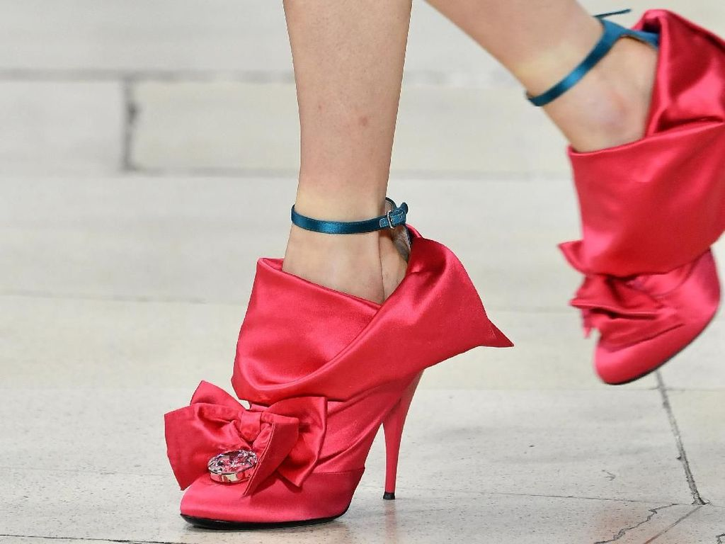 Foto: Deretan Sepatu Unik di Paris Fashion Week Fall-Winter 2018