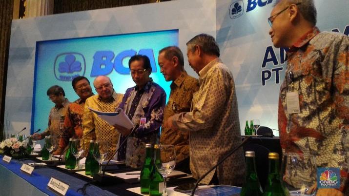Bos-bos BCA Borong Saham Perusahaannya Senilai Rp 17 Miliar