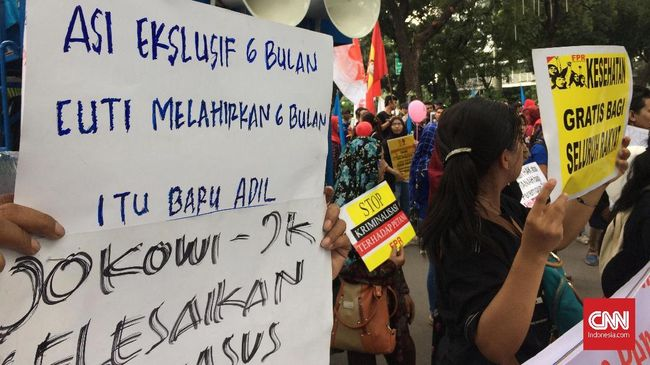Massa Parade Juang Perempuan Serukan Jokowi-JK Antirakyat