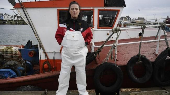 Profesi pelaut yang dikenal jarang pulang dan nomaden tak menyurutkan niat Marie Rouffet untuk mengarungi lautan. Dia adalah seorang pelaut perempuan dari Perancis. (AFP PHOTO / Fred TANNEAU).