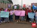 Perempuan Berparade Perjuangkan Hak dari DPR Hingga Istana