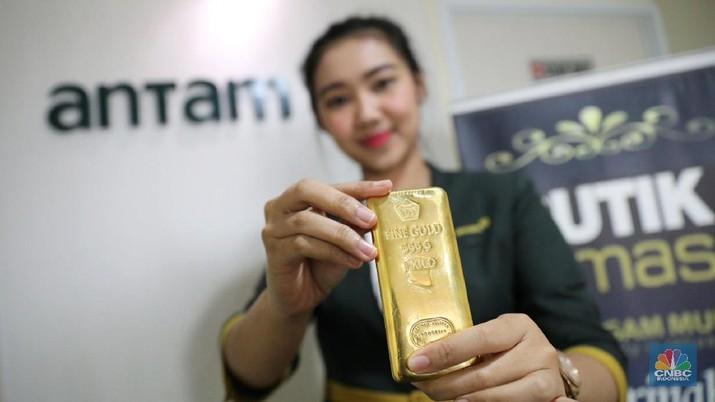 Harga emas acuan yang diproduksi PT Aneka Tambang Tbk (ANTM) naik Rp 4.000 (0,57%).