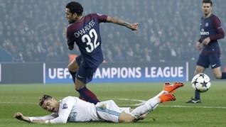 Dani Alves Tempelkan Ingus ke Ronaldo di PSG vs Real Madrid