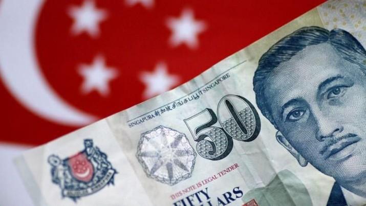 Rupiah terhadap dolar Singapura menguat menyusul perkiraan Bank Indonesia (BI) akan memperketat moneter dalam waktu dekat.
