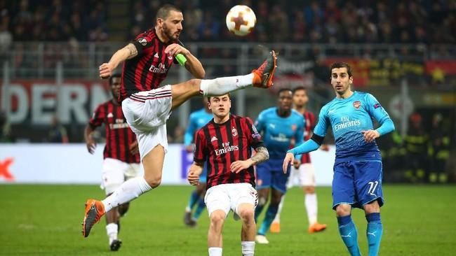 Pertandingan AC Milan vs Arsenal berlangsung menarik. Kedua tim sama-sama menampilkan permainan menyerang. (REUTERS/Alessandro Bianchi)