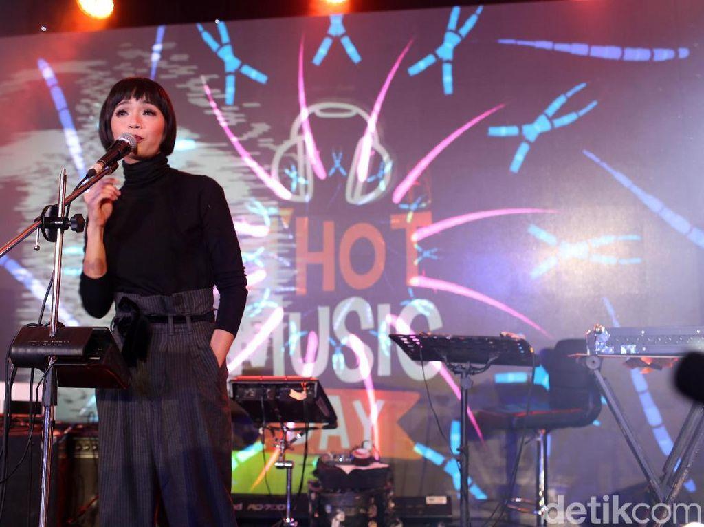 Tanayu Ajak Penonton dHOT Music Day 2018 Mengawang