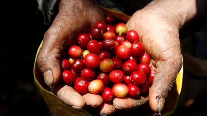 Biasanya nongkrong sambil minum kopi untuk melengkapi suasana bercengkrama bersama kolega, teman atau rekan bisnis.