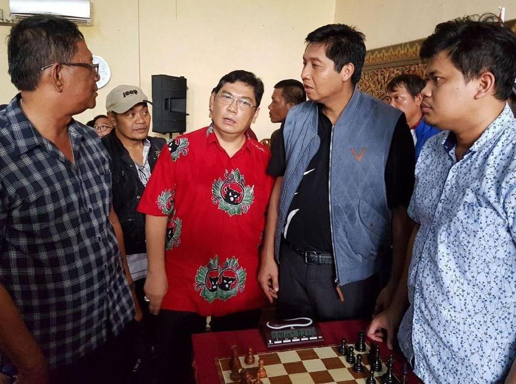 Hadir dalam acara tersebut, Anggota DPR RI Komisi XI Maruarar Sirait bersama GM Utut Adianto melihat ajang tersebut. Foto: dok. Maruarar Sirait