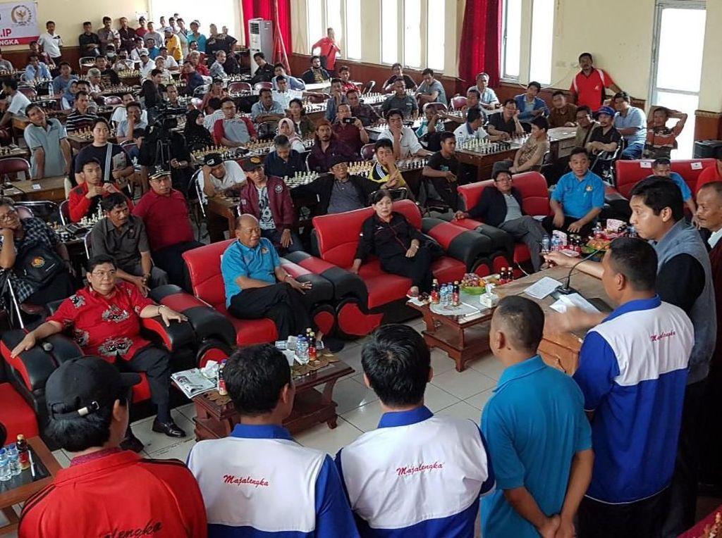 Ratusan pecatur dari berbagai usia turut dalam turnamen catur cepat tersebut yang berhadiah ratusan juta rupiah. Foto: dok. Maruarar Sirait