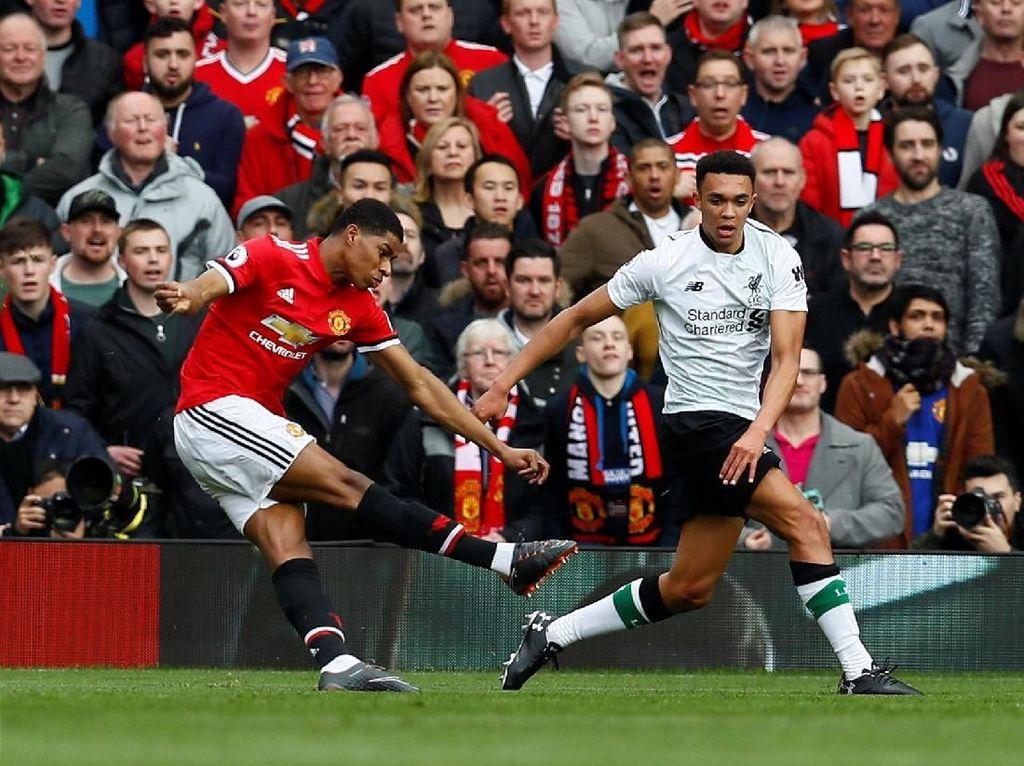 Marcus Rashford (Manchester United), penyerang. Dua gol MU ke gawang Liverpool dicetak Rashford, lewat dua tembakannya yang sama-sama tepat sasaran sepanjang pertandingan. (Foto: Jason Cairnduff/Action Images via Reuters)