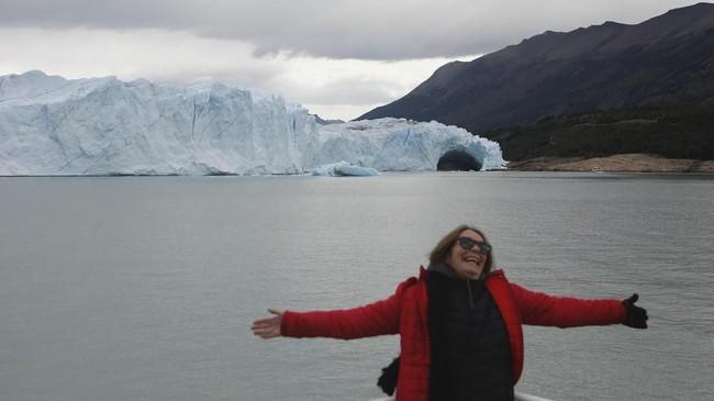 Tapi setiap tahun sekali, ada fenomena unik yang bisa disaksikan, yakni terciptanya terowongan es akibat semburan air tersebut di musim dingin.