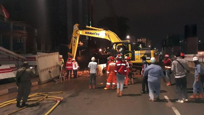 Pipa Gas di Jalan MT Haryono Bocor, Lalu Lintas Dialihkan