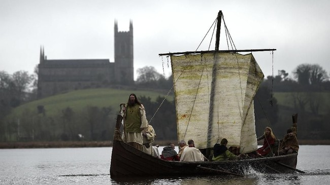 Jelang Perayaan Santo Patrick pada 17 Maret nanti, sejumlah pihak mengenang misi salib mantan budak yang sukses membaptis Irlandia itu. (REUTERS/Clodagh Kilcoyne)