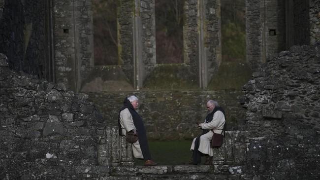 Patrick disebut meninggal pada 17 Maret 461. Usai kematiannya, banyak legenda muncul seperti ular yang terusir dari Irlandia sebagai metafora paganisme yang tergantikan dengan Kristen. (REUTERS/Clodagh Kilcoyne)