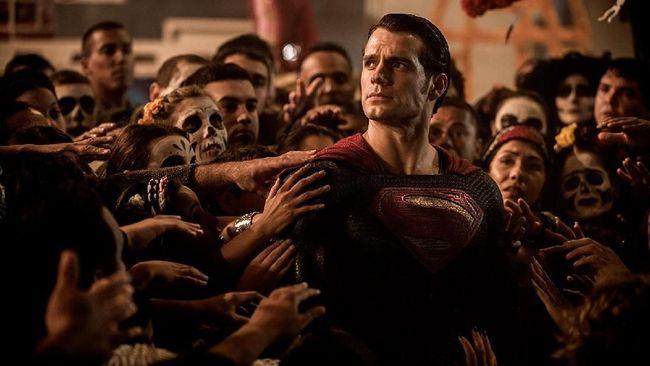 Henry Cavill Dikabarkan Tak Lagi Bintangi Superman