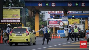 FOTO: Membatasi Warga Bekasi Masuk Tol ke Jakarta
