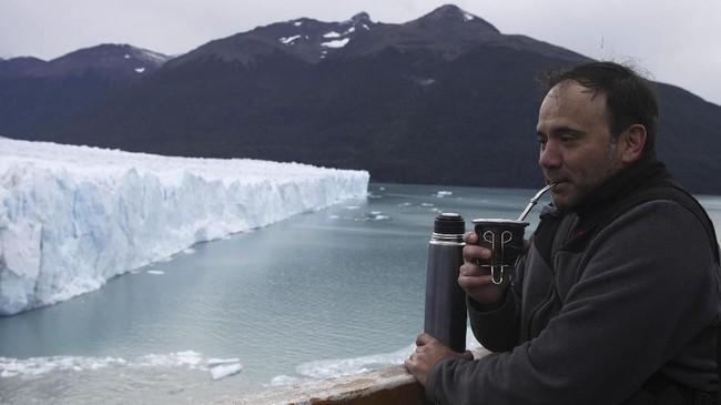 Los Glaciares berada di dalam kawasan Taman Nasional Los Glaciares. Setiap hari ada saja turis yang datang, namun pemandangan di sini bisa dibilang