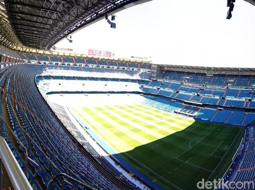 Tur Bernabeu menyilakan pengunjung untuk pertama-tama menikmati view stadion dari tribune paling atas. (Femi Diah/detikSport)