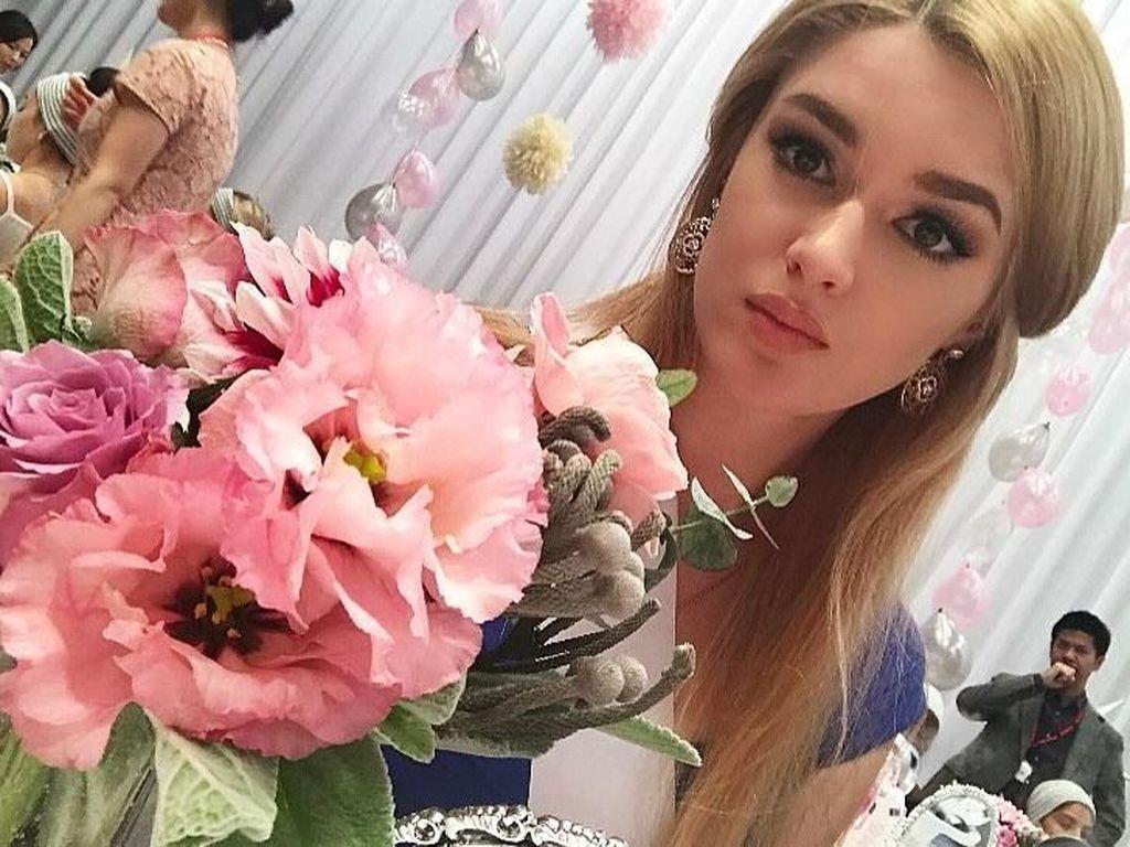 Terpikat Pesona Atlet Voli yang Mirip Barbie dan Aktif Ikut Kontes Kecantikan