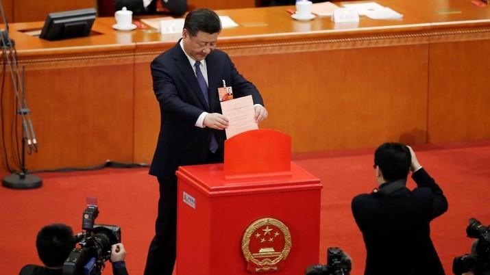 Partai Komunis China secara nyata terbagi menjadi dua faksi, yaitu koalisi populis dan yang kedua faksi elitis.