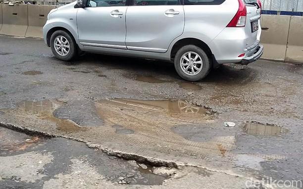 Penampakan Jalan Rusak Karena Proyek 6 Ruas Tol Dalam Kota