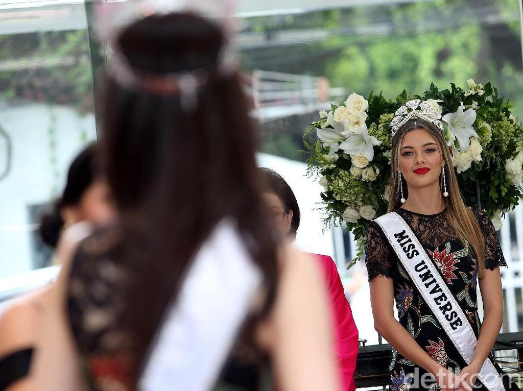 Miss Universe Demi-Leigh Nel-Peters datang ke Indonesia dalam rangka mengikuti berbagai kegiatan yang diselenggarakan oleh Yayasan Puteri Indonesia (YPI).