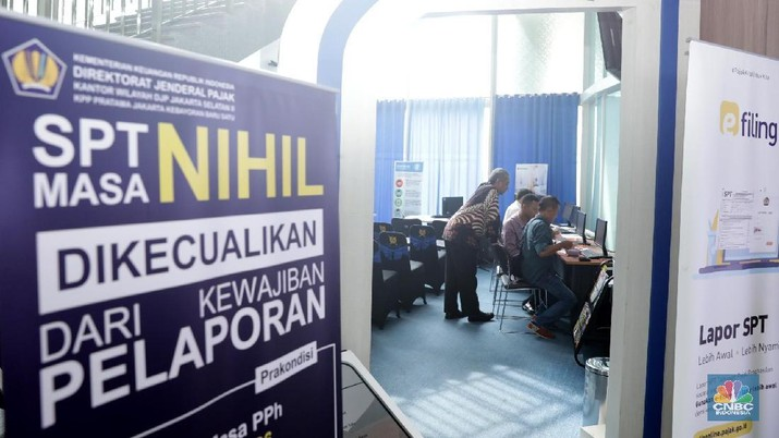 Suasana pelayanan pembayaran pajak di Kantor Pelayanan Pajak Sudirman Jakarta, Selasa,  (13/3).  (CNBC Indonesia/Muhammad Sabki)