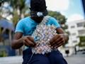Sulitnya Tarik Uang dari Bank di Venezuela,  Meski Cuma US$1