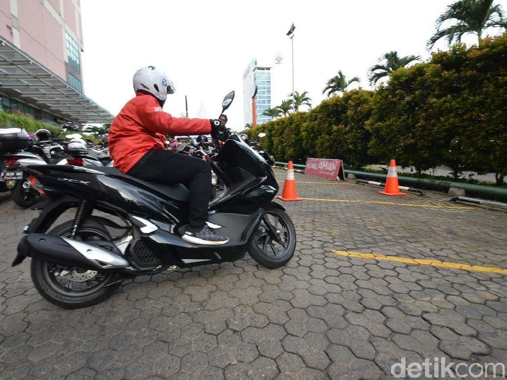sejak diperkenalkan di bulan Desember tahun lalu, lebih dari 20.000 konsumen telah menyatakan minatnya untuk membeli motor All New Honda PCX buatan Indonesia ini. Foto: Wahana Makmur Sejati