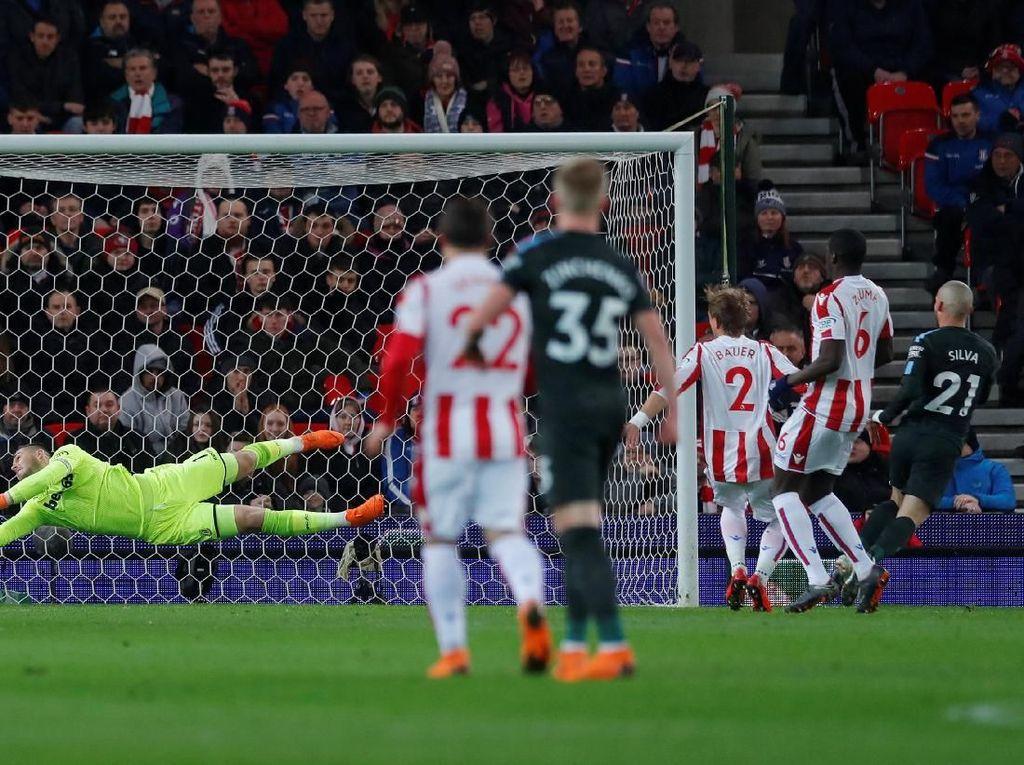 Tembakan pertama City pada laga ini langsung berbuah gol David Silva di menit kesepuluh. Foto: Andrew Couldridge/Action Images via Reuters