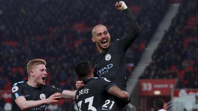 Gol kemenangan Manchester City atas Stoke City 2-0 diborong David Silva. Total sudah delapan gol yang dikoleksi David Silva di Liga Primer Inggris musim ini. (Reuters/Andrew Couldridge)