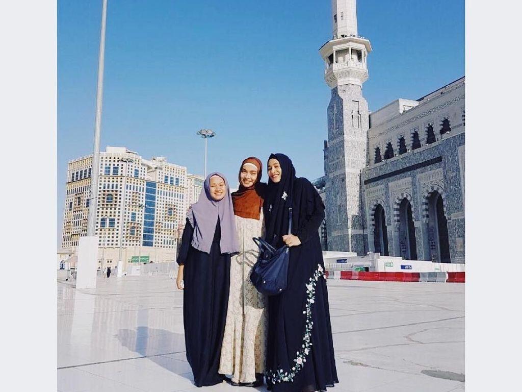Foto: Tika Bravani Mantap Berhijab, Ini Gaya Hijab Pilihannya