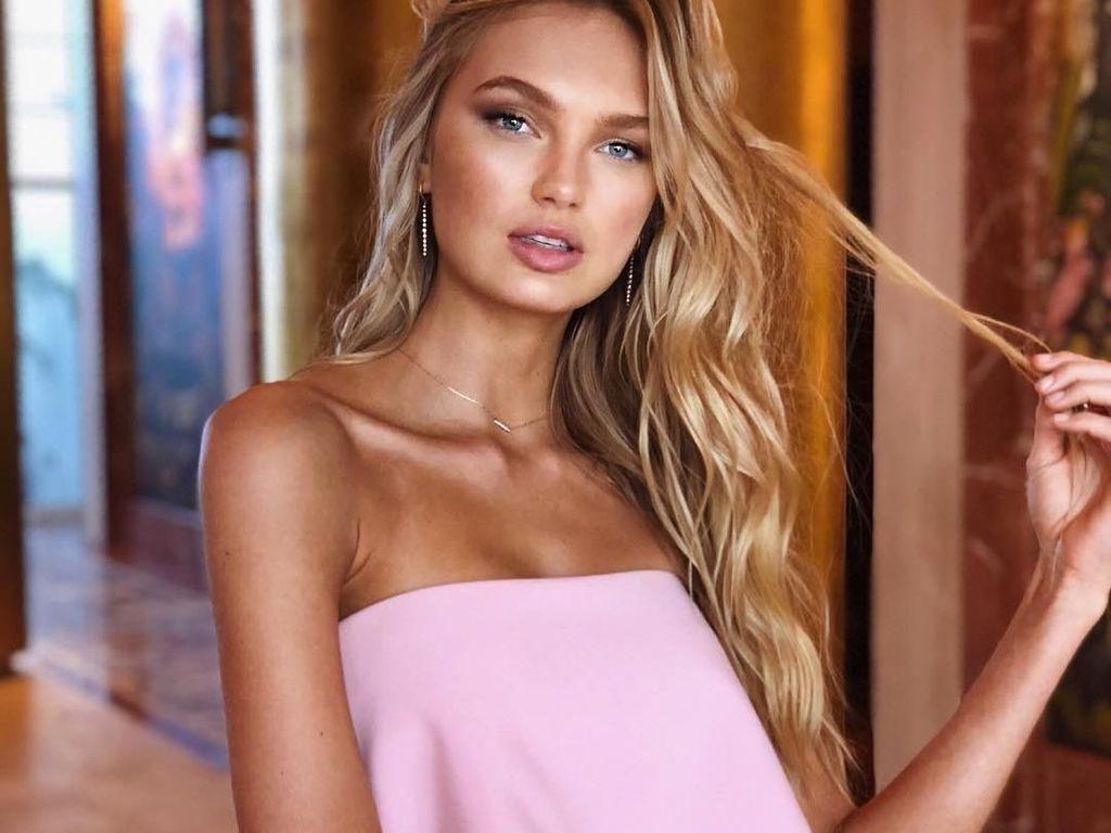 Foto: Cantiknya Romee Strijd, Model Victorias Secret yang Bermata Indah