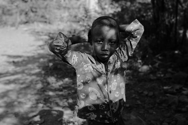 Terpukau Karya Jawara Kontes Foto Anak Hitam Putih