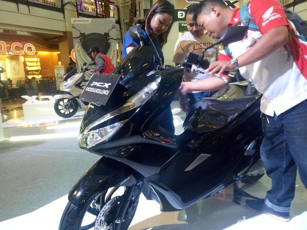 Di Makassar, motor buatan Indonesia yang telah lama ditunggu-tunggu oleh masyarakat diluncurkan Astra Motor Makassar di Mall Ratu Indah pekan lalu. Foto: Ibnu Munsir