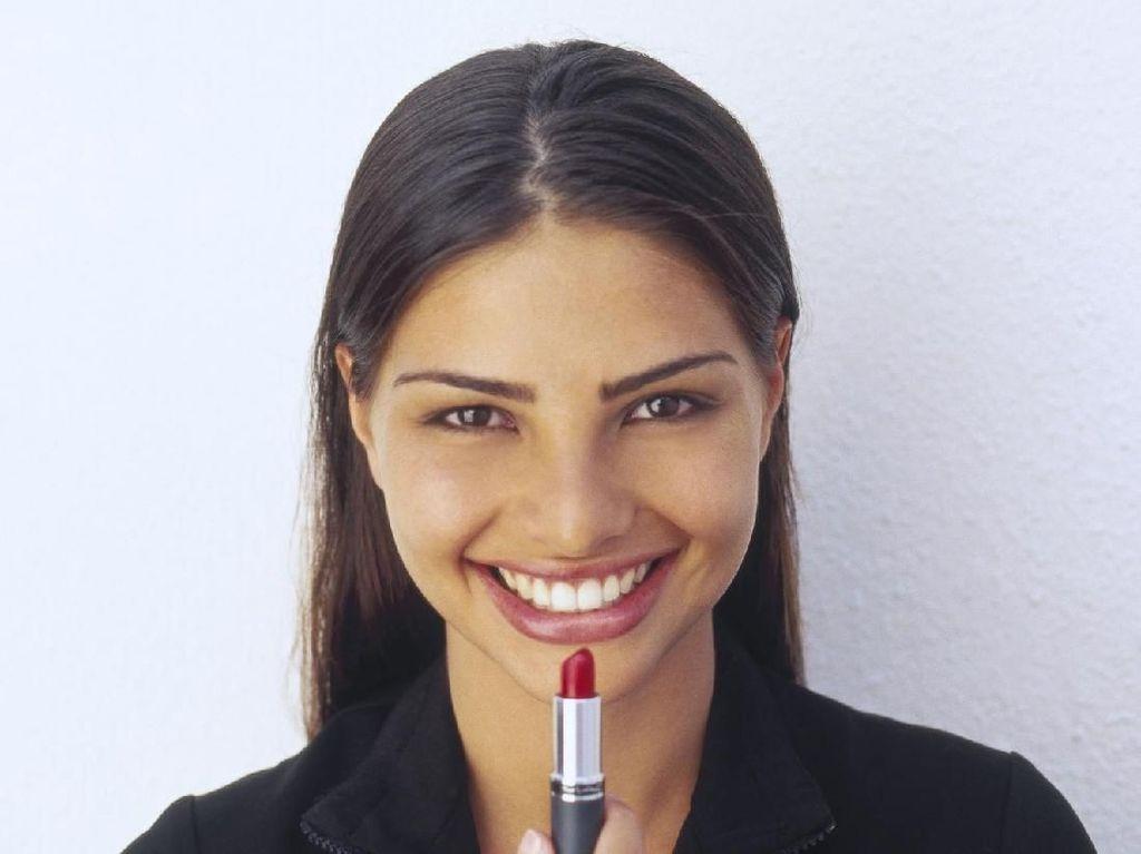 Ketika Para Pria Patungan Beli Lipstik untuk Satu-satunya Mahasiswi Teknik